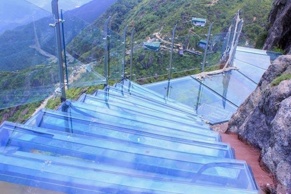 海拔1417米 广东清远建成全国首个玻璃天梯