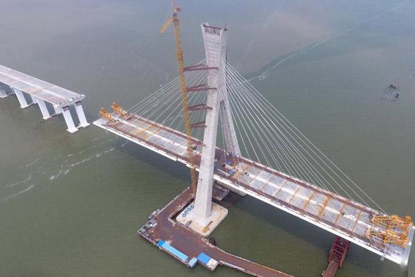 航拍海南文昌铺前跨海大桥主桥 有望10月合龙