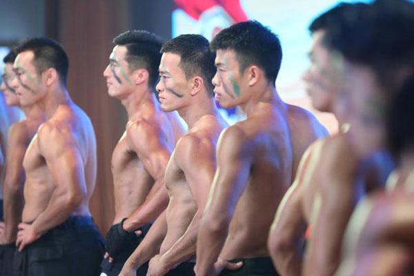 """浙江:秀肌肉展绝活 特警""""型男""""大比拼"""