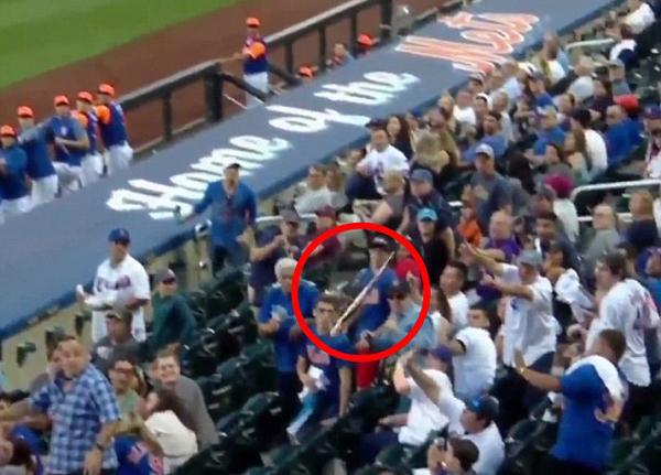爸爸是超人!美父亲用手臂阻挡飞来球棒手中啤酒一滴未洒