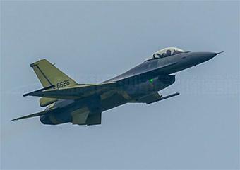 美国展示出售台湾F16V战斗机 可发射AIM9X导弹