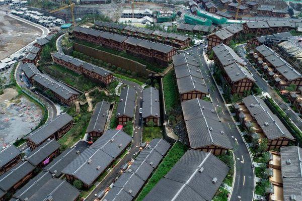 贵州晴隆三宝乡易地扶贫搬迁民众入住新家