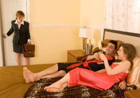 八字算命婚姻:丈夫出轨,婚姻还能继续吗?