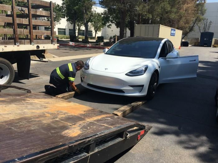 瑞银公布Model 3后续拆解报告:装配问题严重