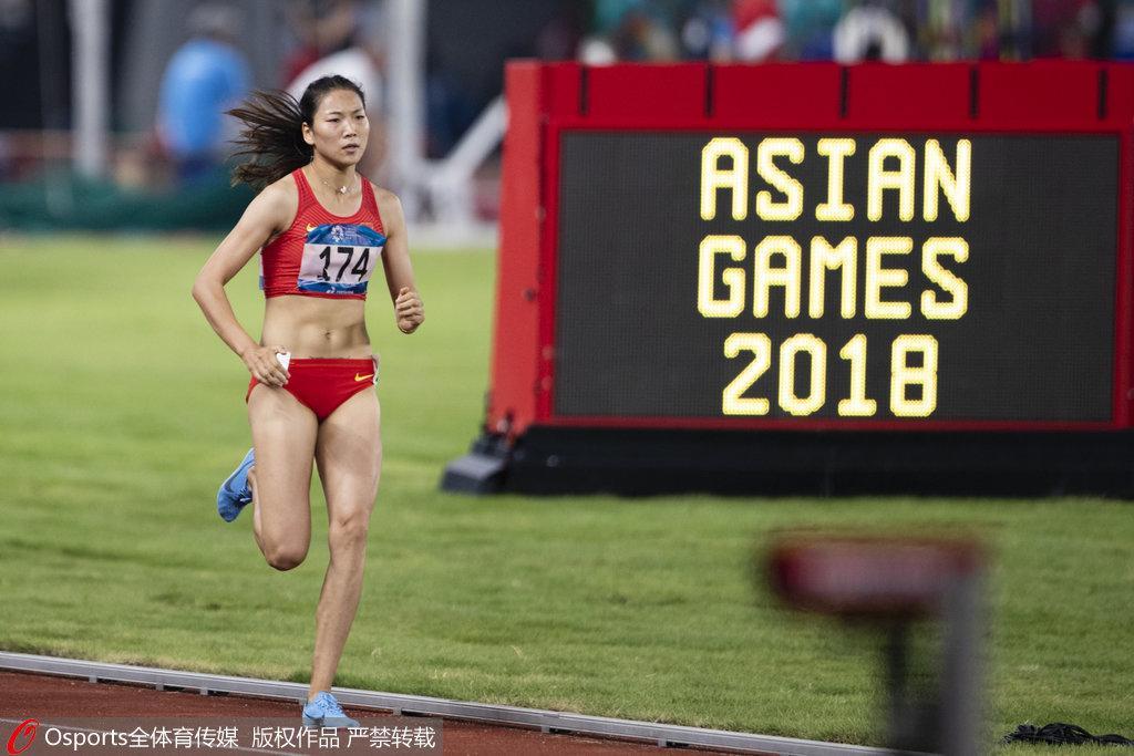 女子800米中国再添一金 王春雨全程领先问鼎冠军