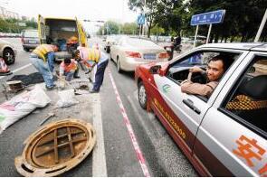 车辆违停,执法不能只有罚