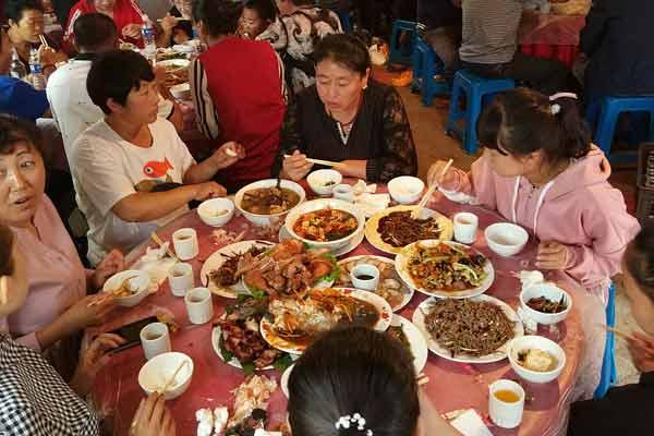 山村里走出了大学生  村民流水席连吃三天庆祝