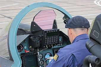 苏-30SM战斗机座舱照曝光 航电系统一览无余