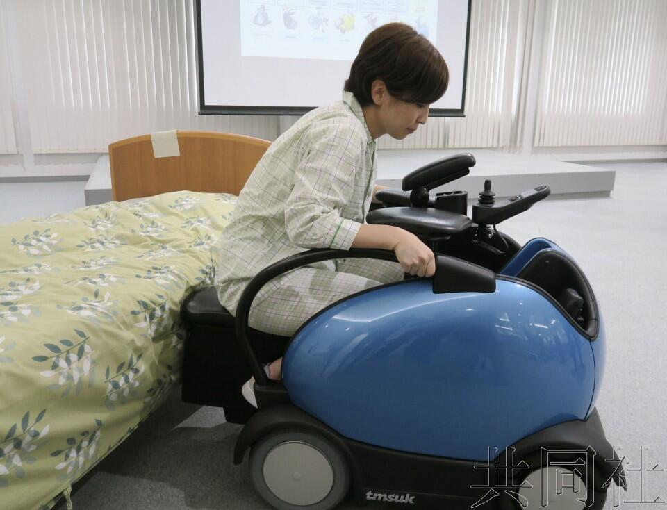 日本滋贺县医院引进患者可轻松上下的电动轮椅