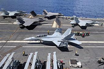 美国海军林肯号航母弹射F-35C战斗机