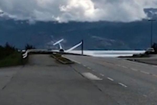 挪威一小飞机坠落地面 飞行员奇迹生还