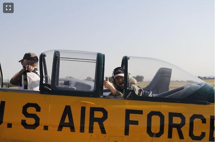 美老夫妇驾驶老式飞机环游世界 重走英澳邮路