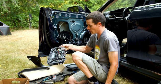 一位特斯拉车主靠自己修车 省下1.4万美元
