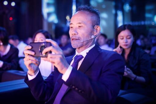 将奢华腕表嵌入手机的M5,成就稀有价值