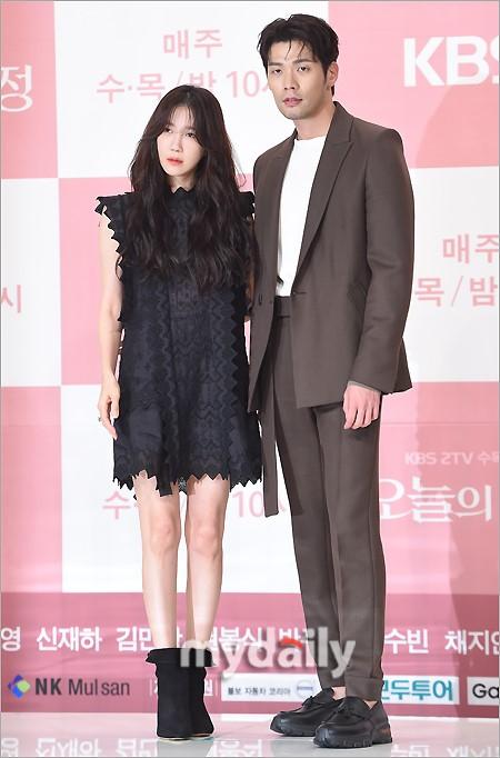 组图:韩剧《今天的侦探》发布会 李智雅崔丹尼尔出席