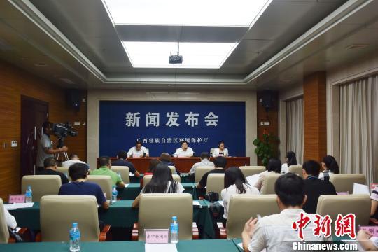 广西玉林拆除沿江养猪场 因整治不力曾被约谈