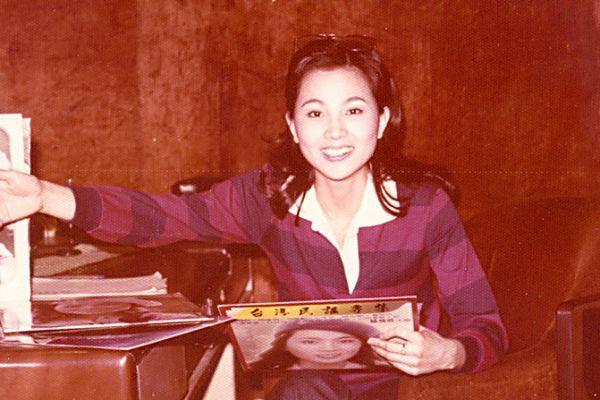 她和邓丽君同为歌坛天后,24岁右耳失聪