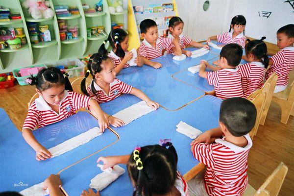 新媒:机器人老师涌入中国幼儿园