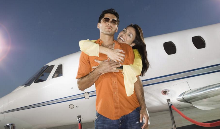 英国研究表明:50人中有1人在飞机上邂逅爱情