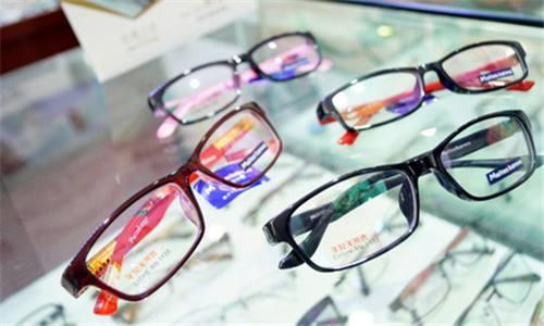 """你的""""大牌眼镜""""可能只值30元!深圳破获涉案7000余万假冒品牌眼镜案"""