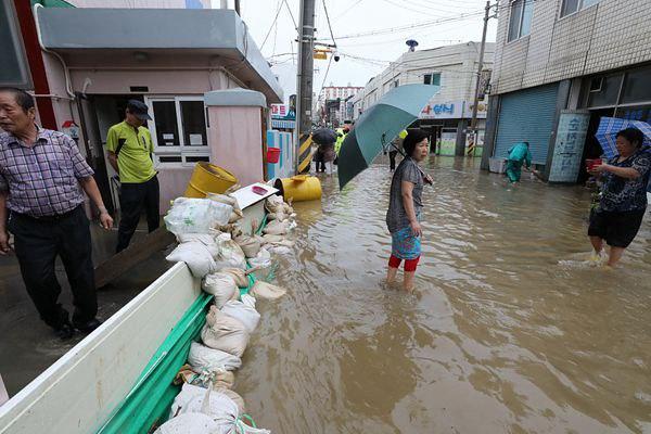 韩国全国普降特大暴雨 千余住宅浸水280多人受灾