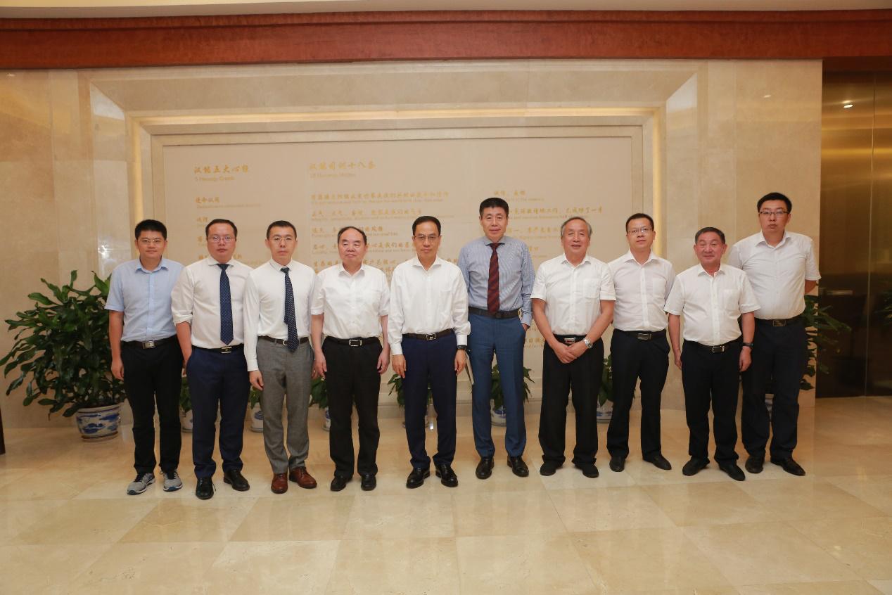 """中国工程院院士周济一行到访汉能总部,共同探讨""""制造强国战略"""""""