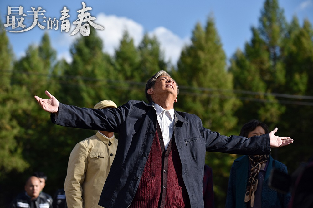 """《最美的青春》燃情收官刘智扬以演技诠释不悔青春   绿色青春剧《最美的青春》自开播以来好评不断,成为电视剧榜单上一抹亮眼的颜色。剧中饰演男主的刘智扬凭借对人物性格的精准拿捏,完美的还原出了塞罕坝种树精神领袖""""冯程""""这一角色从青年到老年的一生。初入坝上的青涩冲动、成长后的宽厚善良、与狼搏斗的勇敢机智、对故乡表明心志时的动情与赤城……""""冯程""""的每一个令人动容的细节,都被刘智扬诠释的活灵活现,也被力赞:""""《最美的青春》"""