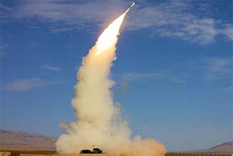 警铃响起官兵冲向阵地操作S300防空导弹迎战演练
