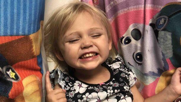 加拿大两岁女童意外致半身瘫痪 起因竟是一只玻璃杯