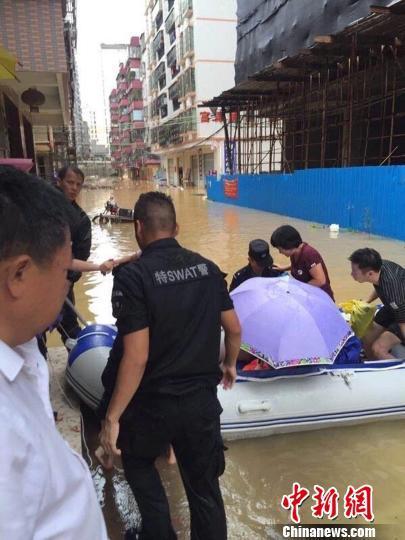 广东惠州多地出现内涝或山体滑坡