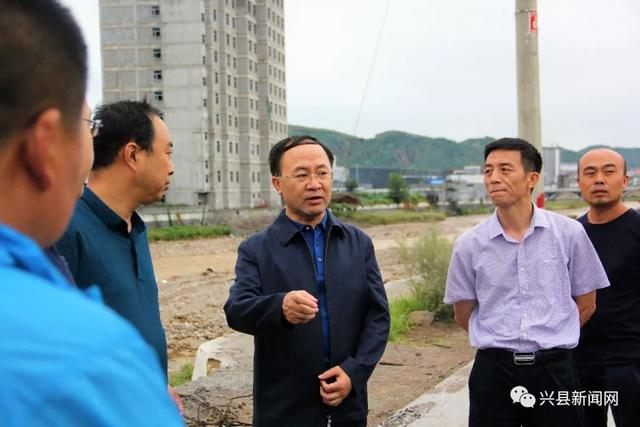 「要闻」兴县县长刘世庆现场办公打通易地移民搬迁最后一公里路