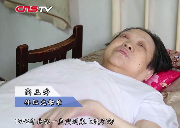 山西男子照顾瘫痪母亲四十多年 梦想办一所人性化养老院