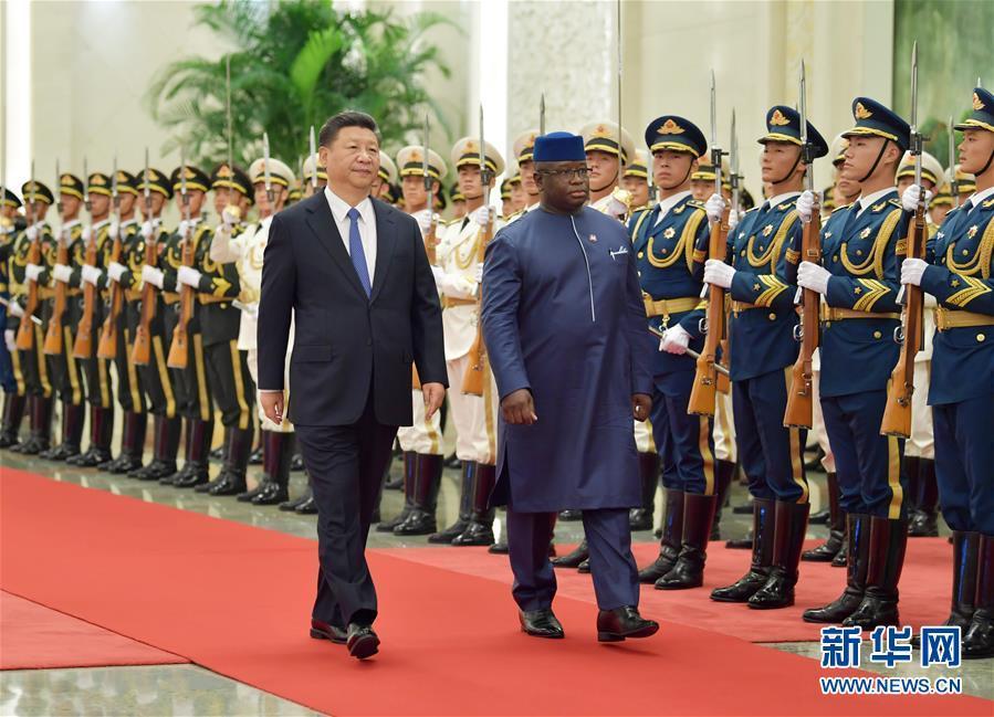习近平同塞拉利昂总统比奥举行会谈