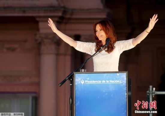 阿根廷法官下令向克里斯蒂娜退回总统手杖和绶带