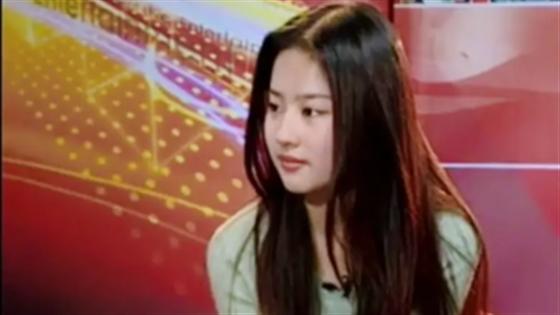 15岁的刘亦菲气质清纯非凡