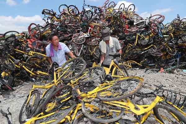 杭州共享单车大限已到 成堆单车没运走
