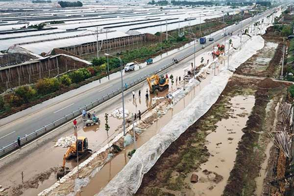 山东寿光洪涝灾区加快排水作业