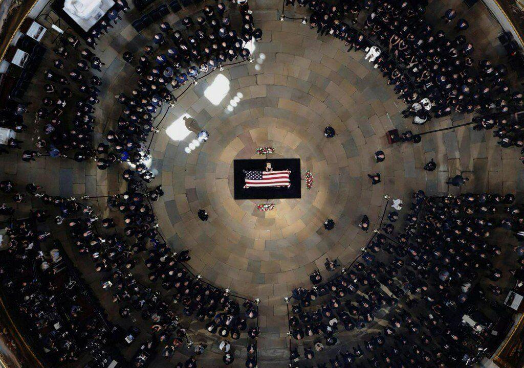 """麦凯恩的""""总统告别日"""":奥巴马和小布什来了 与特朗普无关"""
