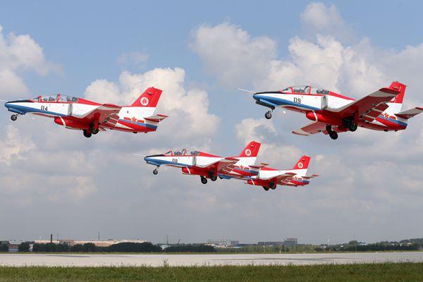 长春空军航空开放活动,炫酷飞行表演让观众大呼过瘾