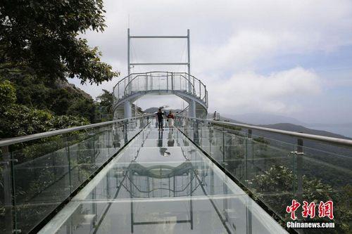 海南三亚首条海景玻璃栈道开放迎客