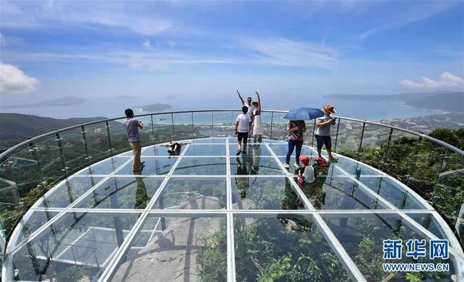 三亚海景玻璃栈道正式营业(组图)