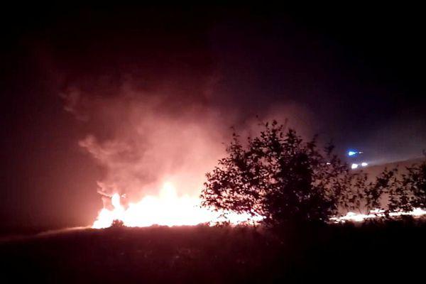 俄载160人客机降落时起火致至少18伤 飞机被火焰吞没