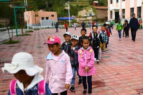 山村教学点的开学日
