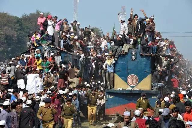 在印度乘火车:没见旅客外挂车厢 但乘卧铺得藏好鞋