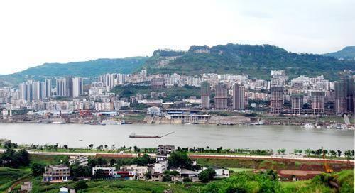 重庆万州80万扶贫资金修10多公里的路 仅400米达标