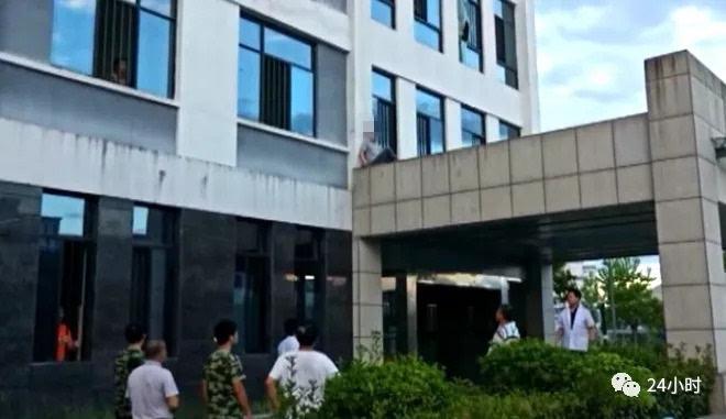 黄山市二院一精神病患者破窗逃跑,不料坠落二楼平台