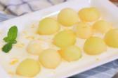 学习制作香瓜酸奶沙拉