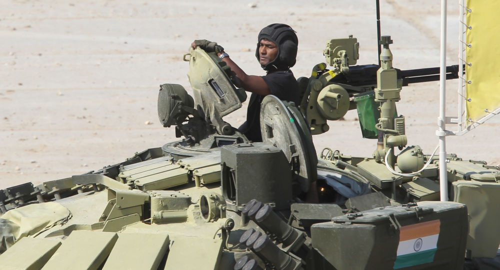 """印度成功生产俄""""芒果""""坦克炮弹并列装军队"""