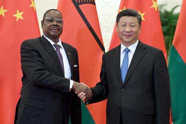 习近平会见马拉维总统穆塔里卡