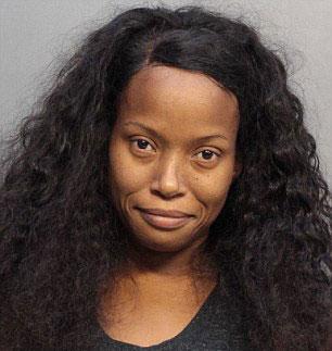 美女子涉嫌谋杀儿女养母被禁止见孩子 法庭上大骂法官